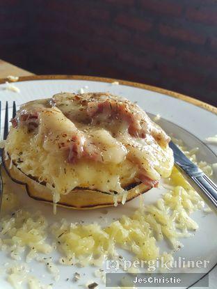 Foto 1 - Makanan(Smoke Beef and Cheese Pancake) di Kedai Kopi Tjan oleh JC Wen