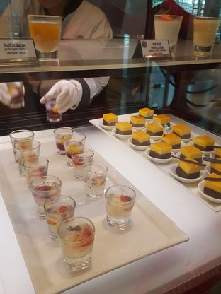 Foto 8 - Makanan di Collage - Hotel Pullman Central Park oleh Wiwis Rahardja