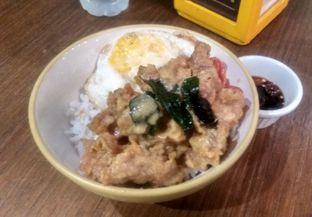 Foto - Makanan(Salted Egg Chicken (IDR 50K) ) di The People's Cafe oleh Renodaneswara @caesarinodswr