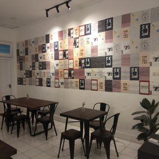 Foto 6 - Interior di Saksama Coffee oleh duocicip