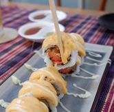 Foto Chezy Sosis Roll di Baiza Sushi