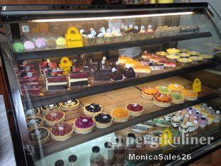 Foto 6 - Interior(dessert display) di Baker Street oleh Monica Sales