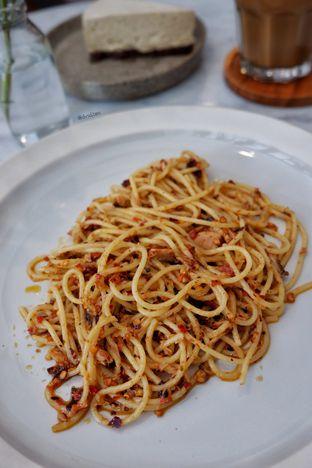 Foto 3 - Makanan(Spicy Tuna Pasta) di Guten Morgen Coffee Lab & Shop oleh David Sugiarto