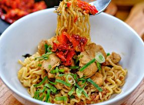 20 Tempat Makan Murah di Jakarta yang Mampu Membuat Ketagihan