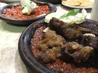Foto 2 - Makanan(Iga & Otot Penyet + Sambal Korek (2)) di Warung Leko oleh Moodyeats