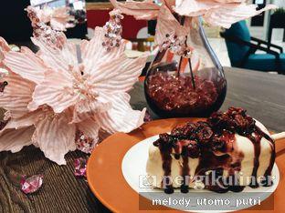 Foto 1 - Makanan(Cheesecake pops - blueberry) di Almondtree oleh Melody Utomo Putri