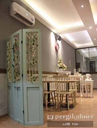 Foto 3 - Interior di Tavor Cafe oleh Selfi Tan