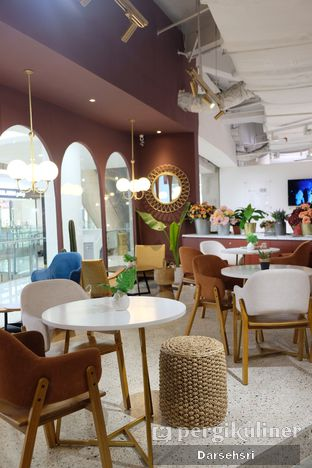 Foto 6 - Interior di 11:11 Coffee oleh Darsehsri Handayani