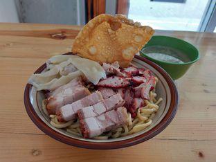 Foto - Makanan(Mie pangsit besar komplit) di Mie Pangsit Babi Tore Ujung Pandang oleh Komentator Isenk