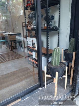Foto 7 - Interior di Dandia Coffee oleh Selfi Tan