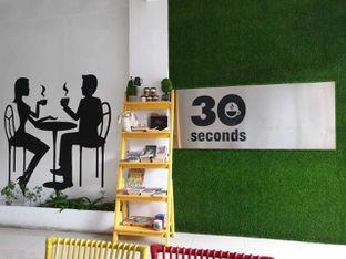 Foto 2 - Interior di 30 Seconds Coffee House oleh Amrinayu
