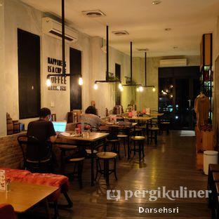Foto 8 - Interior di Gerilya Coffee and Roastery oleh Darsehsri Handayani