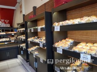 Foto 5 - Interior di Iwai Bakery oleh UrsAndNic