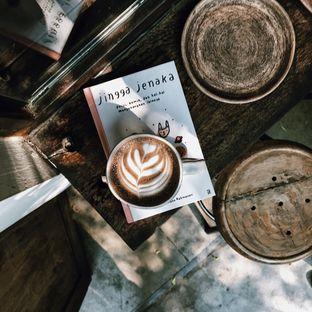 Foto 7 - Interior di But First Coffee oleh Della Ayu