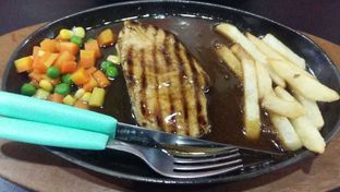 Foto 3 - Makanan(Chicken Steak) di Branbas Resto oleh Clara Stephanie