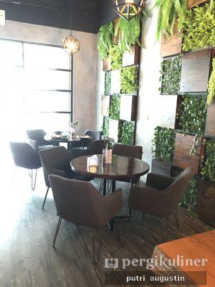 Foto 9 - Interior di Grob Kaffee oleh Putri Augustin