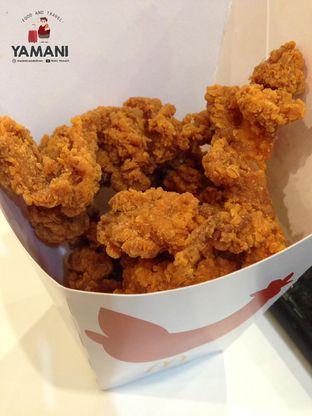 Foto 1 - Makanan(Mini Cuts Spicy Chicken) di McDonald's oleh awakmutukangmakan