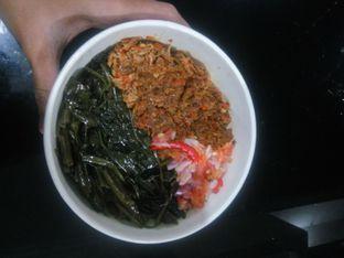 Foto 2 - Makanan(Nasi + Roa + Cakalang + Kangkung) di Warong Sombar oleh Fadhlur Rohman