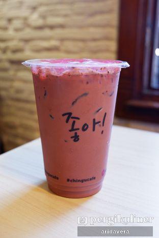 Foto 6 - Makanan(choco red velvet milk tea) di Chingu Korean Fan Cafe oleh Vera Arida