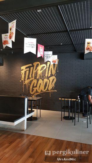 Foto 8 - Interior di Flip Burger oleh UrsAndNic