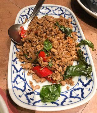 Foto 2 - Makanan(Thai Chicken Basil) di Jittlada Restaurant oleh Kumala Yang