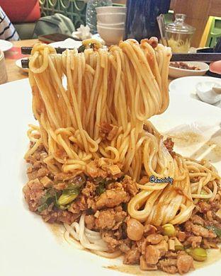 Foto 3 - Makanan(Mie Saus Cha Jiang) di Din Tai Fung oleh felita [@duocicip]