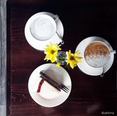 Foto Taro Latte, Caramel Latte, Red Velvet Cake di Meet Me Cafe