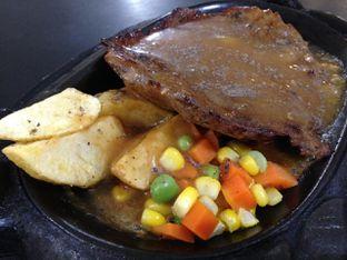 Foto - Makanan(Blackpepper) di Waroeng Steak & Shake oleh awakmutukangmakan
