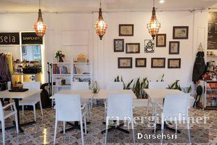 Foto review Second Home Coffee & Eatery oleh Darsehsri Handayani 6