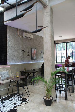 Foto 16 - Interior di Dope Burger & Co. oleh Prido ZH