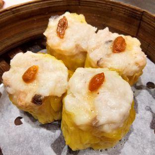 Foto 1 - Makanan(Siumai Babi Isi Udang) di Tim Ho Wan oleh Komentator Isenk