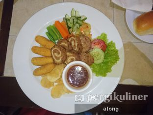 Foto 4 - Makanan(Galantine Steak) di Bon Ami Restaurant & Bakery oleh #alongnyampah