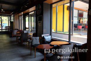 Foto 11 - Interior di Angel In Us Coffee oleh Darsehsri Handayani
