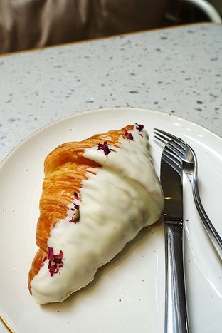 Foto 11 - Makanan di Joe & Dough oleh iminggie