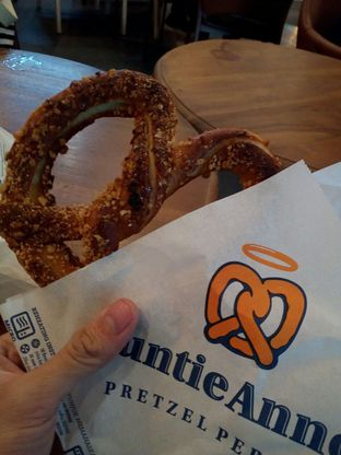 Foto review Auntie Anne's oleh Edward Kurnia 1