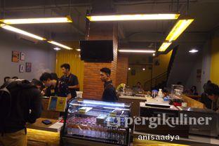 Foto 5 - Interior di Yellow Truck Coffee oleh Anisa Adya