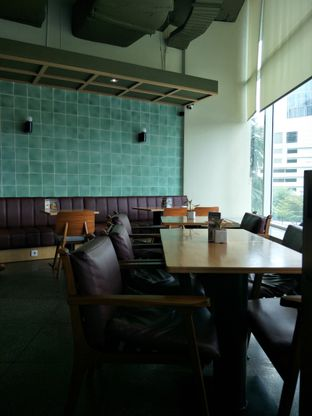 Foto 7 - Interior di The Goods Cafe oleh thehandsofcuisine