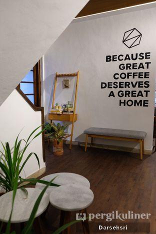 Foto 7 - Interior di Simetri Coffee Roasters oleh Darsehsri Handayani