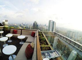 7 Rooftop Cafe Jakarta yang Siap Kejutkan Kamu dengan Pemandangannya