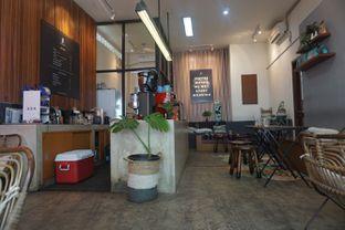 Foto 8 - Interior di Makmur Jaya Coffee Roaster oleh Fadhlur Rohman