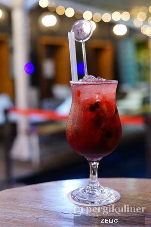 Foto 1 - Makanan(Berry Rosca) di Karumba Rooftop Rum Bar oleh @teddyzelig