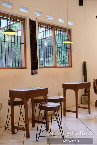 Foto 7 - Interior di Seanan Coffee oleh Darsehsri Handayani