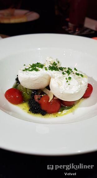 Foto 4 - Makanan(Burrata Pugliese) di Gia Restaurant & Bar oleh Velvel