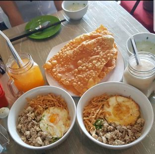 Foto - Makanan di Cliff Noodl Bar oleh heiyika