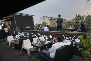 Foto 14 - Interior di Level 03 Rooftop & Grill by Two Stories oleh yudistira ishak abrar