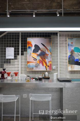 Foto 6 - Interior di Tu7uhari Coffee oleh Darsehsri Handayani