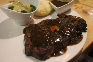 Foto 2 - Makanan(Sirloin) di Double U Steak by Chef Widhi oleh Magdalena Fridawati