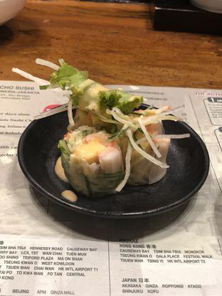 Foto 5 - Makanan(Salmon Spring Roll) di Itacho Sushi oleh YSfoodspottings