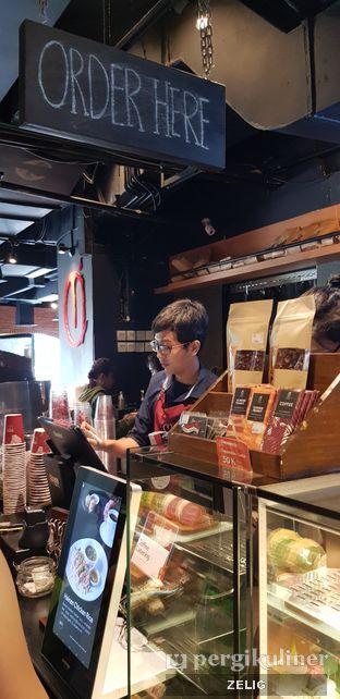 Foto 2 - Interior di Anomali Coffee oleh @teddyzelig