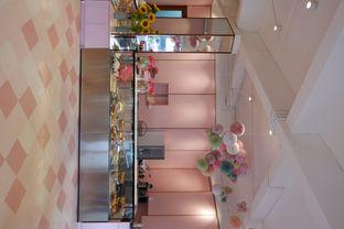 Foto 9 - Interior di Mister & Misses Cakes oleh yudistira ishak abrar
